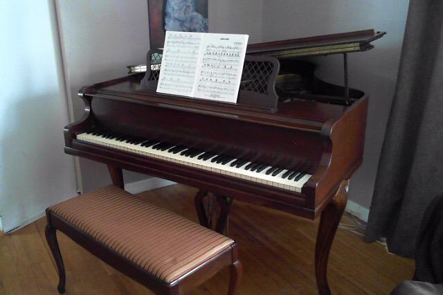Tocando el piano sin manos